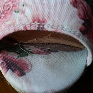 Toms Shoes - Toms pink floral Stella wedge sandal